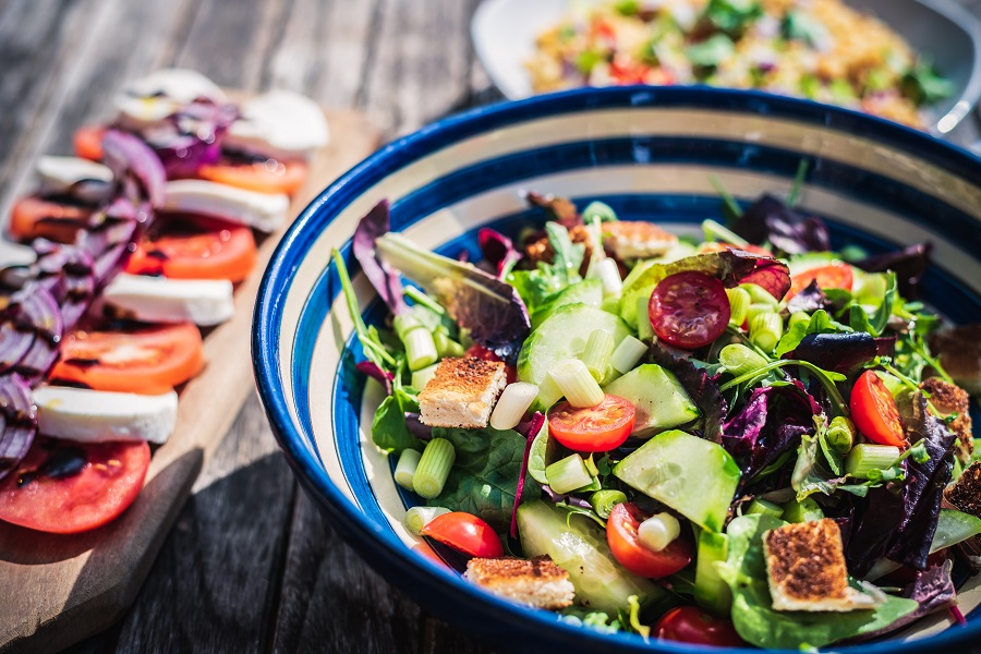 Make ahead lunch salads should be your go-to healthy work lunch option that you can easily grab and go to help you stay on track with your healthy diet. Make Ahead Salads for Party | Make Ahead Salads for Potluck | Salads That Get better With Time | Salads That keep for a Week